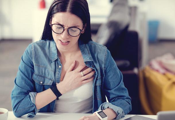 Soğuk havalarda sıcak havalara göre kalp krizi riskinin yüzde 30 oranında arttığını söyleyen Dr. Ömer Tetik, kış aylarında kesinlikle yapılmaması gereken bir olayı açıkladı.