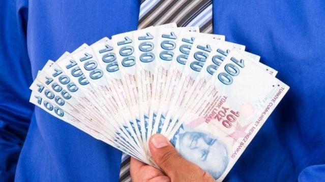 İşsiz kalan vatandaşların mağduriyetlerini gidermek amacıyla ödenen işsizlik maaşına yapılan zam ile birlikte en düşük işsizlik maaşı 1016 lira oldu