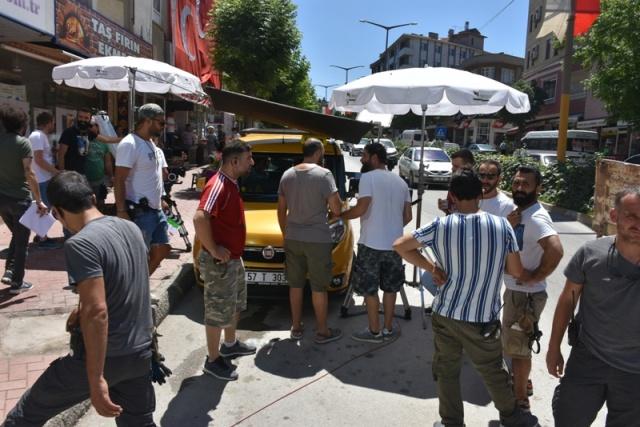 Yapımcılığını Greenart Grup'tan Vahdet Erdoğan'ın yaptığı, senaryosunu Barış Başar'ın kaleme aldığı filmin yönetmen koltuğunda Kurtlar Vadisi Pusu, Direniş Karatay, İlk Aşk, Asmalı Konak gibi yapımlarda imzası bulunan Selahattin Sancaklı oturuyor. Çekimleri Haziran ve Temmuz aylarında Sinop Merkez ve ilçelerinde yapılacak romantik komedi 'Nasipse Olur'da, sıcacık bir Anadolu hikâyesi anlatılacak.