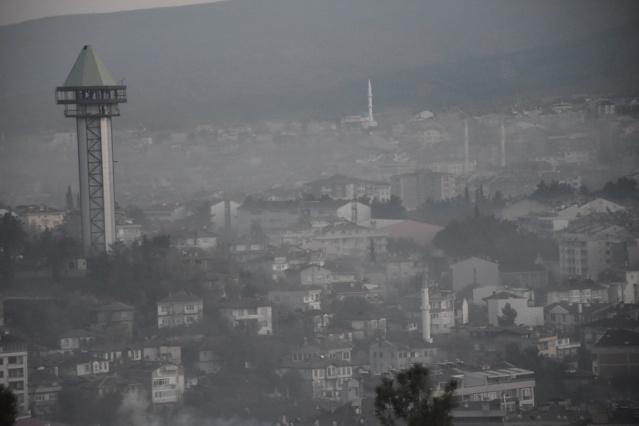 Boyabat zehir soluyor !  Türkiye Cumhuriyeti Çevre ve Şehircilik Bakanlığı bünyesinde çalışan Ulusal Hava Kalite İzleme ağı verilerine göre hassas konumda bulunan  Boyabat zehir soluyor.