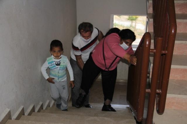 Kastamonu'nun Esentepe Mahallesi'nde ikamet eden bir çocuk annesi Bahriye Çamyaran Erol (42), 2 yaşında iken serebral palsi (Yüksek ateş soncu beynin oksijensiz kalması) hastalığına yakalandı. Yaşamını bu şekilde sürdürürken 8 yıl önce lösemi hastalığına yakalandığını öğrenen Bahriye Çamyaran Erol, verdiği yaşam mücadelesini kazanarak hayata tutundu.