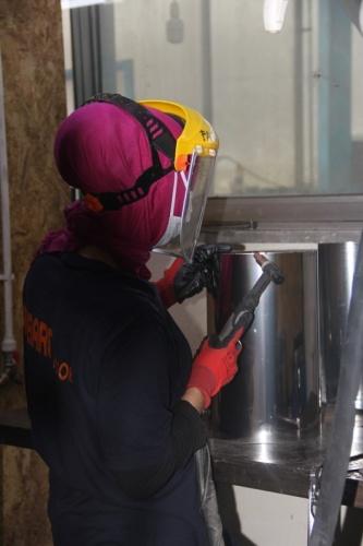 Yıllık 5 milyon dolar ithalat yapan firmayı dalga geçenlere inat ihracat yapacak konuma getiren Fatma Şefika Özer, 35'i kadın olmak üzere 350 kişiye de ekmek kapısı açtı.
