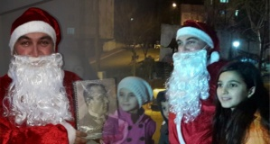 Noel Baba Boyabat'ta çocuklara hediye dağıttı