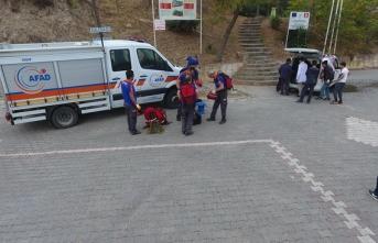 Boyabat Kalesi'nde 1 haftadır mahsur kalan köpekler  kurtarıldı.