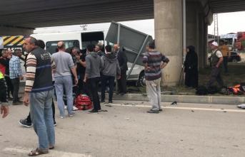 Otomobil ile Okul Servisi Çarpıştı 13 Yaralı