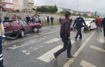 Sinop Samsun Yolunda Feci Kaza 5 Yaralı