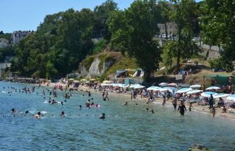 Sinop'ta plajlar tatilde doldu taştı