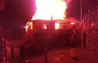 Boyabat'ta yangın bir ev tamamen kül oldu
