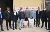 Boyabat'ta çiftçilere 29 ton arpa ve macar fiği tohumu dağıtıldı