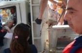 Freni boşalan kamyonet üst geçide çarptı: 2 yaralı
