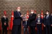 Vitrinhaber'e ödülünü Cumhurbaşkanı Erdoğan verdi