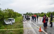 Boyabat Kastamonu yolunda feci kaza: 2 ölü, 1 yaralı