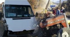 Boyabat Hanönü yolunda trafik kazası yolcu minibüsü traktörle çarpıştı