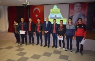 Boyabat Mesleki ve Teknik Anadolu Lisesi, Hem Üretiyor,...