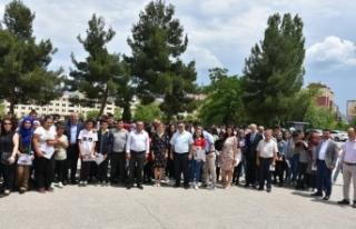 Kaymakam Aksoy, Yaz Tatiline Giren Öğrencilere Karnelerini...