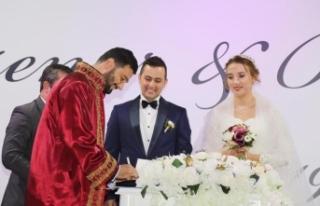 Mehmet Ersoy'un Mutlu Günü Ayşenur ve Burhan...