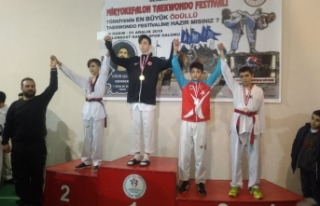 Boyabatlı Tekvandocular 4 Altın 3 Bronz Madalya...