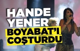 Hande Yener Boyabat'ta Konser Verdi