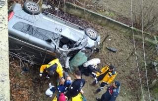 Yoldan çıkan otomobil evin bahçesine uçtu: 1 ölü,...