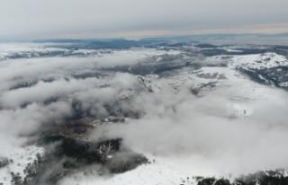 Boyabat'ın yüksek kesimlerinde kar yağışı...