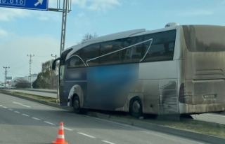Sinop'ta yolcu otobüsü refüje girdi