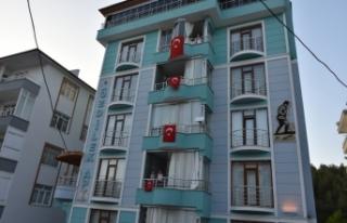Balkonlardan İstiklal Marşımızı okuyarak 19 Mayıs'ı...