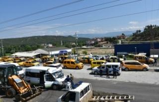 Boyabat'ta ticari taksiler ve servis minibüsleri...