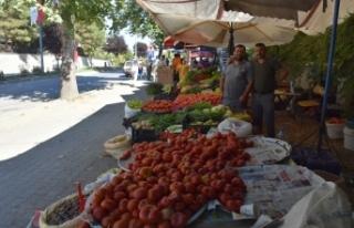 Yerli Ürünler Pazarında tezgahlar dolarken, tüketicilerin...