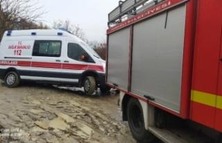 Hasta almaya giden ambulans yolda kaldı !