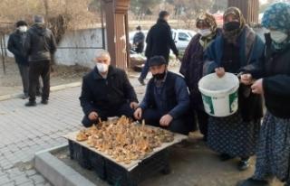 Boyabat'ta kış ortasında satılan günlük...