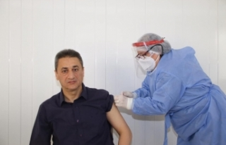 Sinop Valisi Karaömeroğlu korona aşısının ilk...