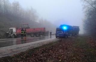 Boyabat Ayancık yolunda tırla kamyon çarpıştı
