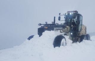 Boyabat'ta Nisan karı: 1 Köy yolu kapalı
