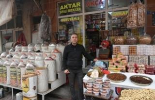İlker Akça Kuruyemiş ve Baharat Market Orta Çarşı'da...