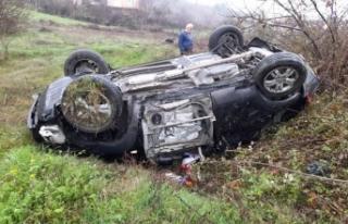 Otomobil tarlaya uçtu: 1'i ağır 2 yaralı