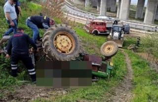 Devrilen traktörün altında kalan yaşlı adam...