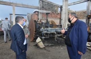 Kaymakam Çetin'den, yangında zarar gören çiftçiyegeçmiş...