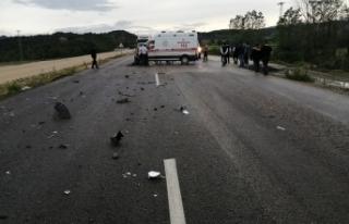 Ambulans Boyabat'a giden minibüs ile çarpıştı...