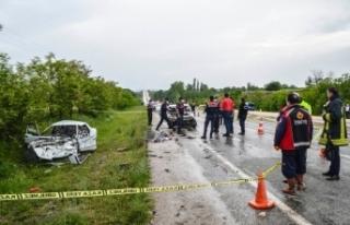 Boyabat Kastamonu yolunda feci kaza: 2 ölü, 1 yaralı...