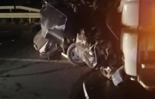 Boyabat Sinop yolunda otomobil ile TIR çarpıştı:...