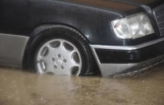 Boyabat'ta yağmur yağdı altyapı çöktü...