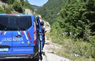 Boyabat Sinop yolunda otomobil şarampole yuvarlandı:...