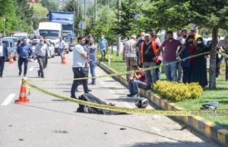 Devrilen motosikletin sürücüsü hayatını kaybetti...
