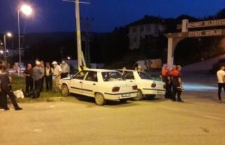 Boyabat ilçesinde iki otomobilin çarpışması sonucu...