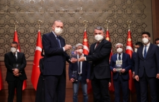 Vitrinhaber'e ödülünü Cumhurbaşkanı Erdoğan...