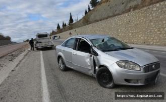 Ilıca Köyü mevkinde mıcıra kapılan otomobildeki 3 kişi yaralandı