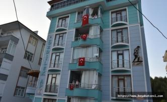 Balkonlardan İstiklal Marşımızı okuyarak 19 Mayıs'ı kutladılar
