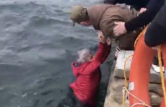 Otomobil denize düştü , sürücü yüzerek kıyıya çıktı