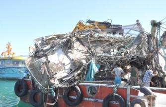 Gerze'de batan teknenin enkazı çıkarıldı