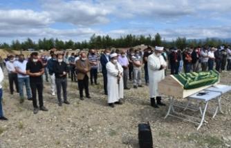 Boyabat Vilayetler Hizmet Birliği Anaokulu Müdürü Sadık Erdem, dualar ve gözyaşlarıyla toprağa verildi